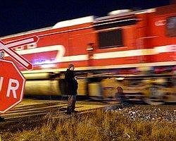 Yolcu Treni Akaryakıt Yüklü Tankere Çarptı