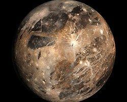 Jüpiter'in Uydusu Yaşam Saklıyor Olabilir