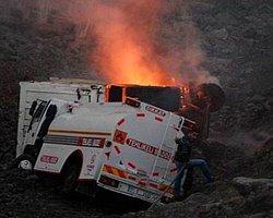 PKK Şantiye Basıp İş Makinalarını Yaktı