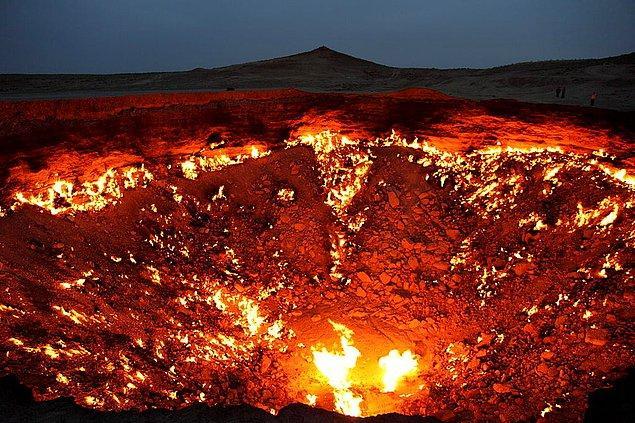 2. Cehennem Kapısı, Türkmenistan: Bilim adamları tarafından 1971 yılında ateşlenen bu krater tam 43 yıldır yanıyor.