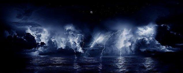 4. Catatumbo Şimşekleri: Diğer adıyla 'Dinmeyen Fırtına' dünyada eşi benzeri olmayan bir doğa olayıdır. Venezuela'da Catatumbo Nehri ile Marakaibo Gölü'nün buluştuğu yer üzerinde oluşan bulutların çarpışması sonucu şimşek fırtınası meydana geliyor. 5 kilometre yüksekte oluşan yüksek voltaj nedeniyle yılda 140-160 gece boyunca, her gece 10 saat süreyle şimşekler çakıyor.  Şimşekler bazen saatte 280 kez tekrarlanıyor.