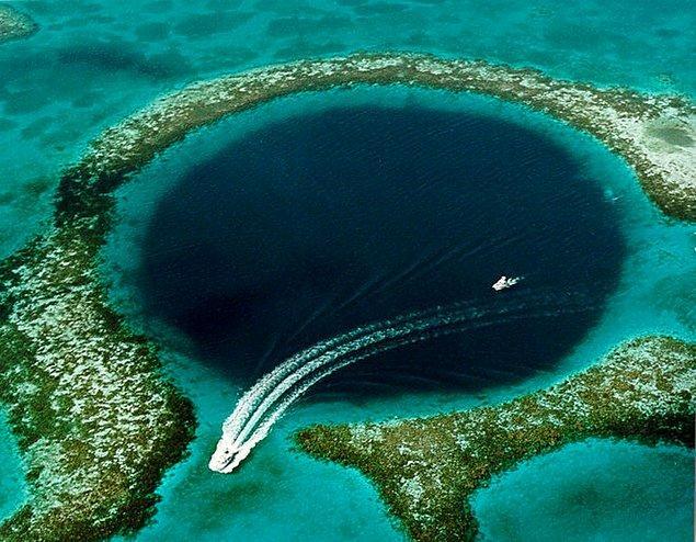 11. Büyük Mavi Delik: 300 metre çapında ve 124 metre derinliğinde, Belize kıyılarında bulunan bir denizaltı düdeni.