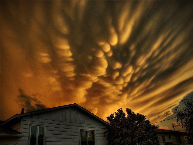 20. Meme bulutlar: Bulutların altında asılı torbalar varmış gibi görünür. Bir meme bulutu kümesi gördüğünüzde fırtına çok yakınınızda demektir.