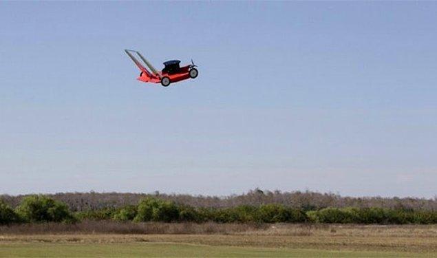 24. Amerikan futbolu devre arası şovunda uçan çim biçme makinesinin çarpması sonucu ölmek