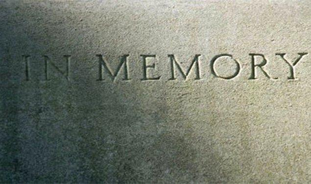 20. Kendi adını mezar taşında okuduktan sonra şok olup ölmek