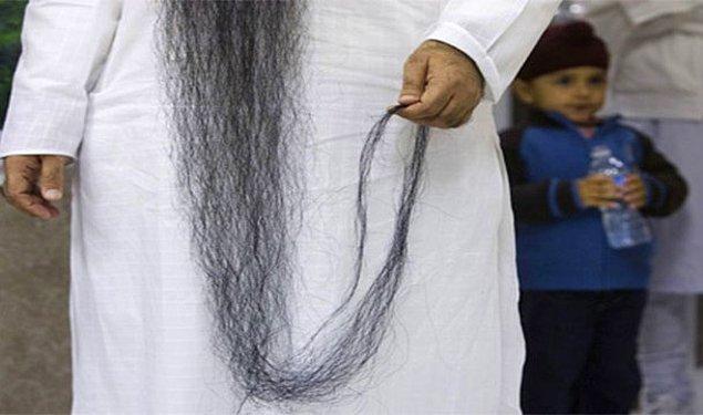 8. Yere değecek kadar uzun olan sakallarına basarak boynunu kırıp ölmek
