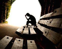 Depresif ve boşlukta hisseden bireylerin 8 ortak özelliği