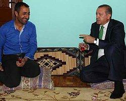 Erdoğan'a 'Başbakanım Annem Kokuyorsun' Pankartı
