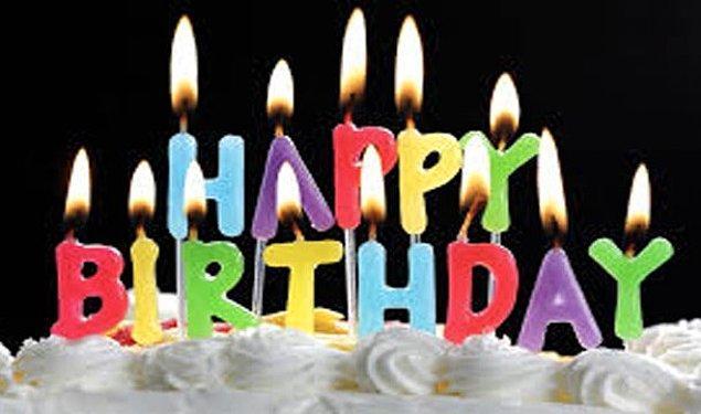 10. Doğum günü pastasına mum dikmek