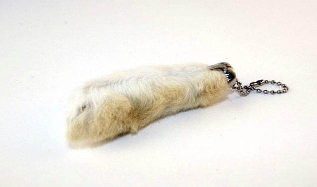 13. Tavşan ayağının şans getirdiğine inanmak