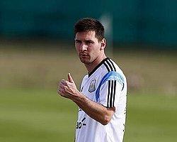 """Messi'ye """"İspanya İçin Oyna"""" Denmiş"""