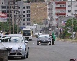 Cizre'de Bir Grup Yol Kapatıp Kimlik Kontrolü Yaptı