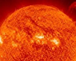 Güneş'te İki Dev Patlama Yaşandı