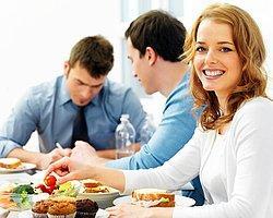 Öğle Yemeğine Birlikte Çıkılmayasıca 15 Ofis Arkadaşı