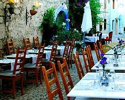 Alaçatı'daki Bazı İçkili Restoranlar Diyanet'e Devredildi