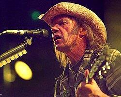 Midlake ve Büyük Ev Ablukada Müzikseverleri Neil Young Konseri'ne Hazırlayacak