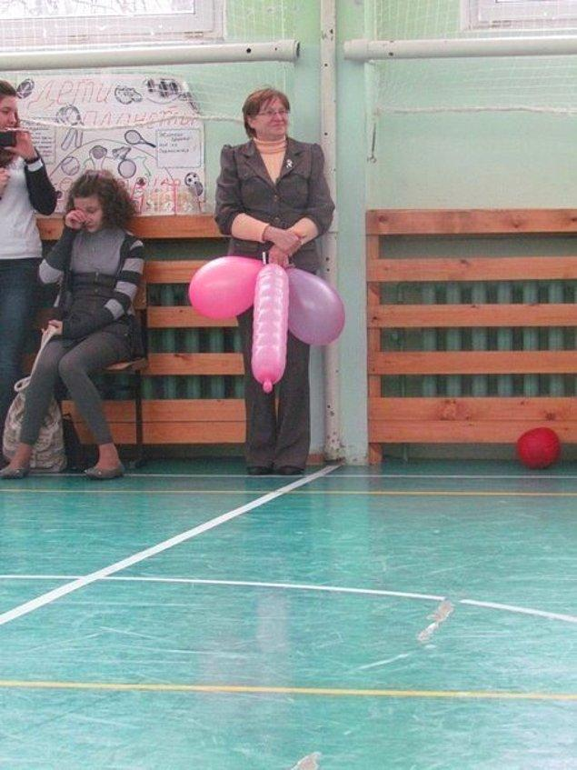 3. Teyzenin tuttuğu bir balonda.