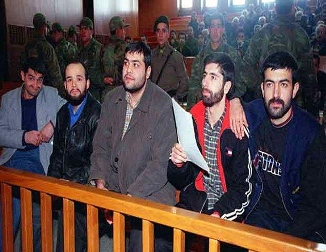 17) 21 yıldır bir türlü bitirilemeyen Sivas Katliamı davasında 13 Mart 2012'de görülen zamanaşımı duruşmasıyla kritik bir aşamaya gelindi