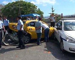 Kadıköy'de Bir Minibüsün Freni Boşaldı, 8 Araç Birbirine Girdi