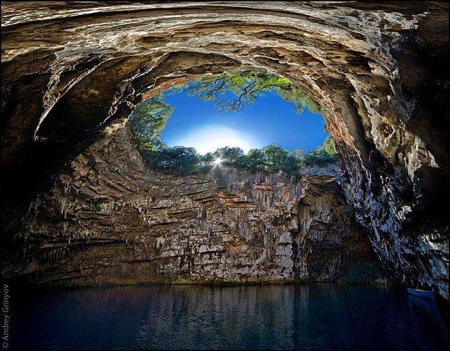 2. Melissani Mağarası, Yunanistan