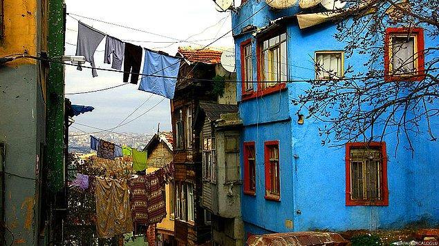 2. Sessiz ve ıssız Süleymaniye sokakları ve sokak arasındaki çamaşırlar