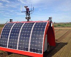 Dünyanın ilk güneş enerjisiyle çalışan çiftlik robotu