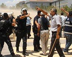 Şoförler Diyarbakır'da Belediye Binasını Bastı