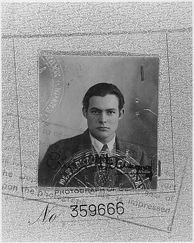 26. Ernest Hemingway'in etkileyici pasaport fotoğrafı