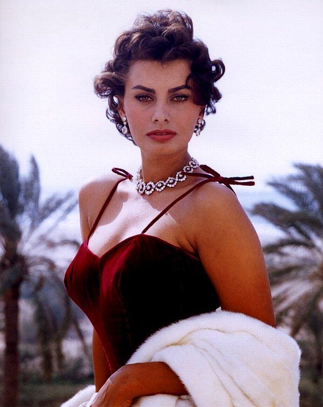 32. Oskar, Grammy, ve Altın Küre ödüllerini kazanan tek aktris Sophia Loren