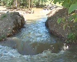 Çiftçiler Tarlaları Kanalizasyonla Sulamaya Başladı