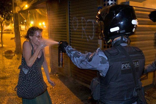 12) Polis şiddeti gençliğin öfkesini tetikledi