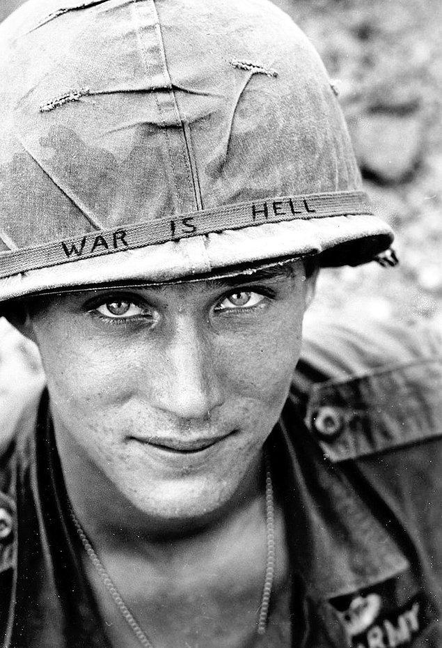 10. Barış; Bu fotoğraftaki askerin ismi belli değil. Vietnam'daki 173. Hava Tugayı'ndan savaştığı biliniyor.