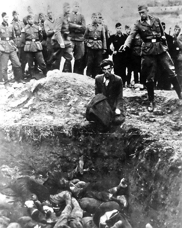 17. Kabullenme; Vinnitsa ve çevresinde bulunan 28,000 civarında Yahudi bu adam gibi toplu mezarlara gömülmeden önce başına gelecekleri kabullenmişti.