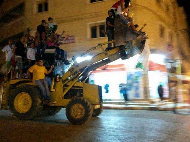 18. Ama Cezayirliler kazandıkları saygıyı kutlamayı fazlasıyla hak etmişlerdi.
