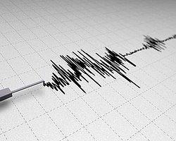 İzmir'de 3.7 Büyüklüğünde Deprem!