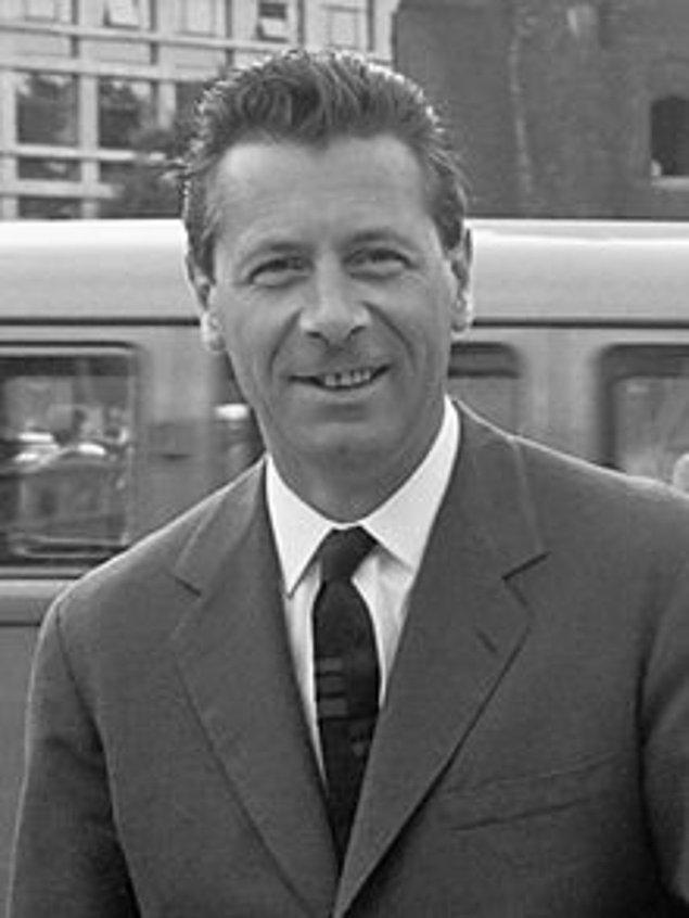 27. Pierre Dominique(Gazeteci), Fransa