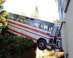 Balkonda Uyuyan Kardeşlerin Üzerine Otobüs Düştü!