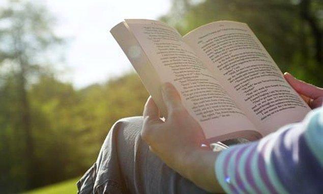 6. En son 5 yıl önce gördüğün insanlar hakkında yapılan dedikoduları dinlemek yerine bir yerlerde kitap okumak daha eğlencelidir.