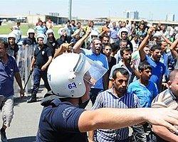 Hamallar Sopalarla Suriyelileri Kovaladı