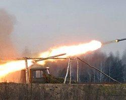 'Doğu Ukrayna'da Mülteci Konvoyuna Füze Saldırısı'