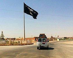 IŞİD Suriye'de Tabka Askeri Havalimanı'nında Kontrolü Ele Geçirdi