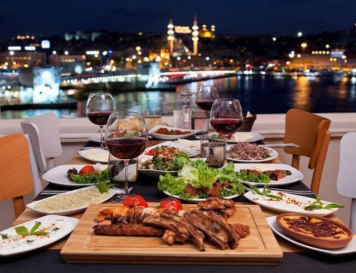İstanbul'da Nefes Kesici Manzaraya Sahip 21 Restoran
