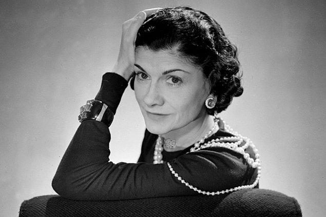 """3. """"Bir kadın hak ettiği yaştadır."""" - Coco Chanel"""