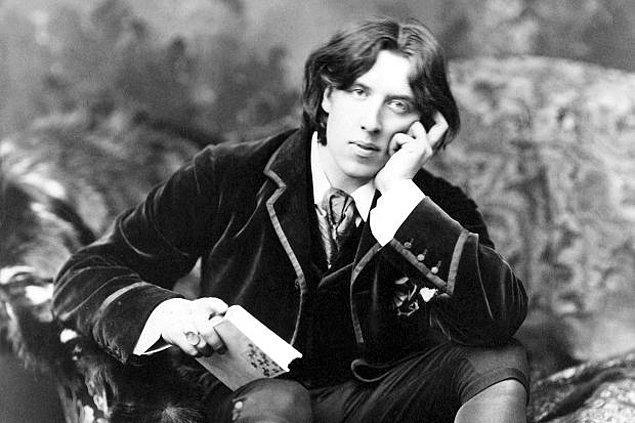 """6. """"Kadınlar sevilmek için yaratılmıştır, anlamak için değil."""" - Oscar Wilde"""