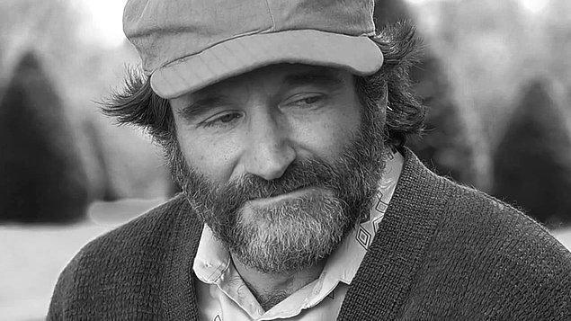 """8. """"Dünyayı kadınlar yönetiyor olsaydı hiç savaş yaşanmazdı ancak 28 günde bir derin müzakereler yaşanırdı."""" - Robin Williams"""