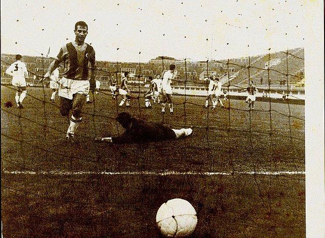 4. 38 gol attığı 1962-63 sezonunda, ligde tutturduğu maç başına 1,46 gol ortalamasıyla lig tarihinin bir sezondaki en verimli golcüsü oldu.