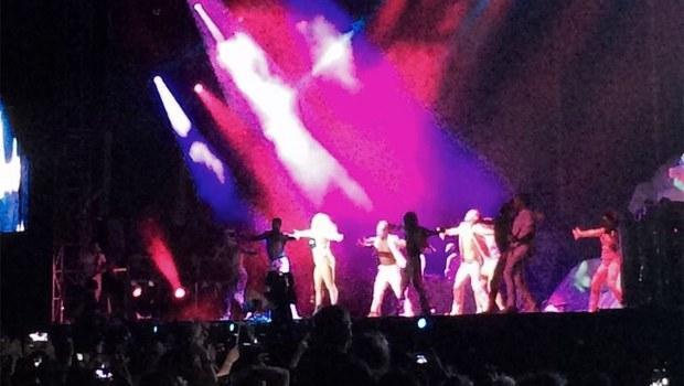Istanbul Konserinde Soyundu Lady Gaga Istanbul Konserinde