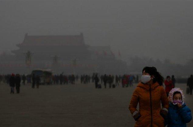 7. Yılın bazı zamanları Pekin'de nefes almanın karşılığı günde 21 sigara içmeye eşittir.Sigaraya para yetiştiremeyen tiryakiler için ilgi çekici gibi...