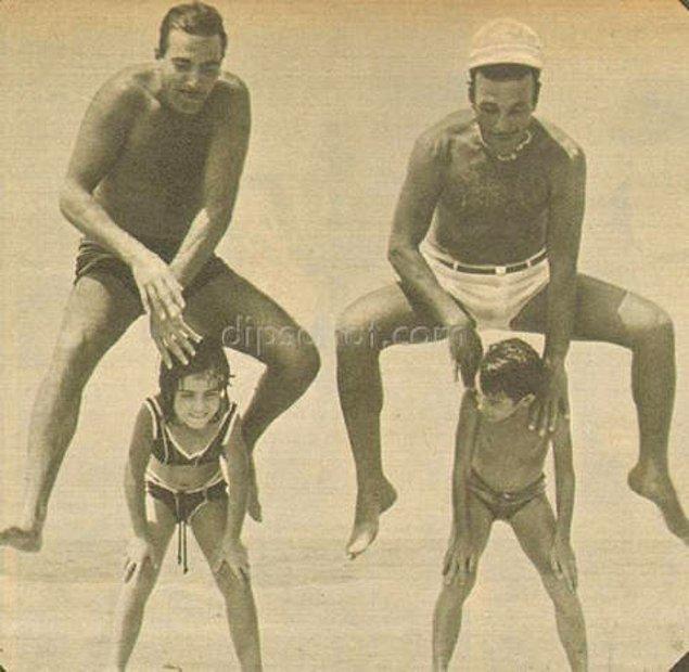 18. Ayhan Işık ve Sadri Alışık, Kilyos'ta çocuklarıyla oynarken.
