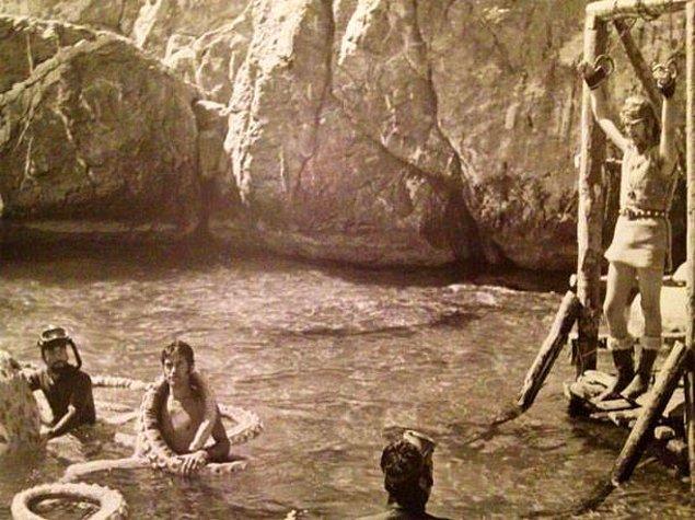 21. Tarkan Viking Kanı filminin unutulmaz sahnesi, muşambadan ahtapot sahnesinin kamera arkası görüntüleri ortaya çıktı.